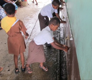 Source: UNICEF Pacific, School students in one of fifteen pilot schools as part of the WinS initiative using tapstands